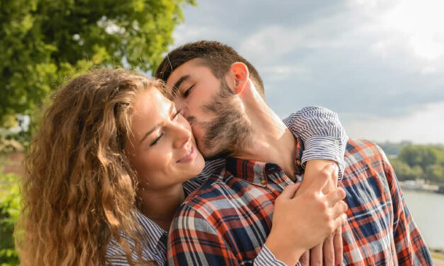 What Guys Like in Girls More Than Good Looks? 10 Qualities